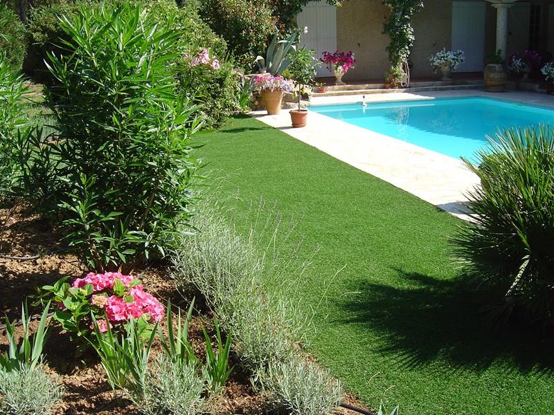 le retour du gazon synth tique dans le jardin. Black Bedroom Furniture Sets. Home Design Ideas
