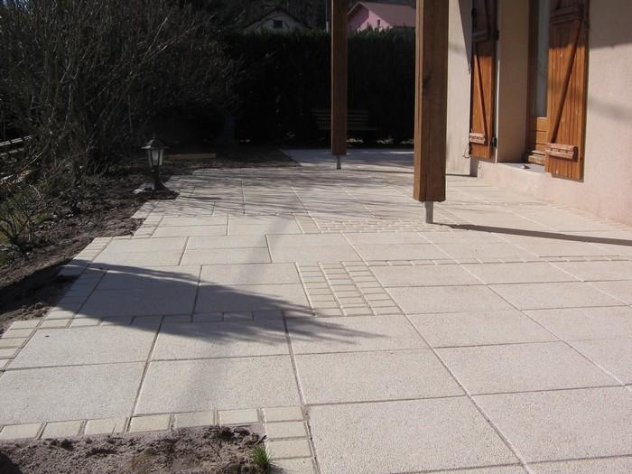 M langer les mat riaux dans le jardin for Peindre des dalles de terrasse