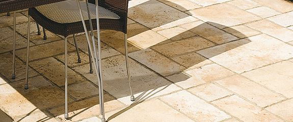 Terrasse de jardin quel rev tement choisir - Dalles pierre reconstituee ...