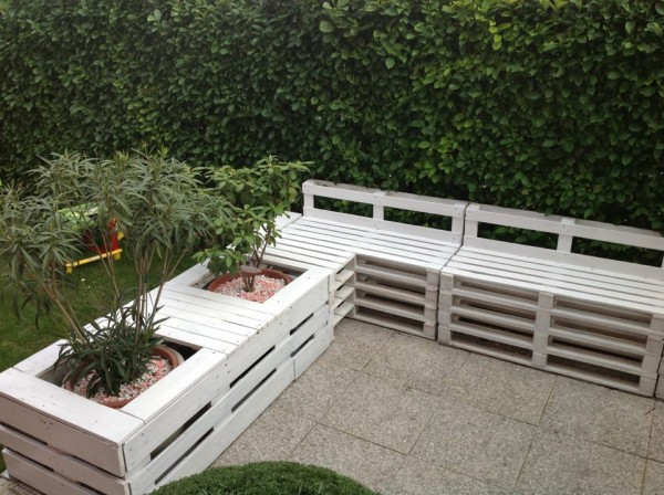 Fabriquer Un Banc En Bois De Palette : DIY Outdoor Benches Made From Pallets