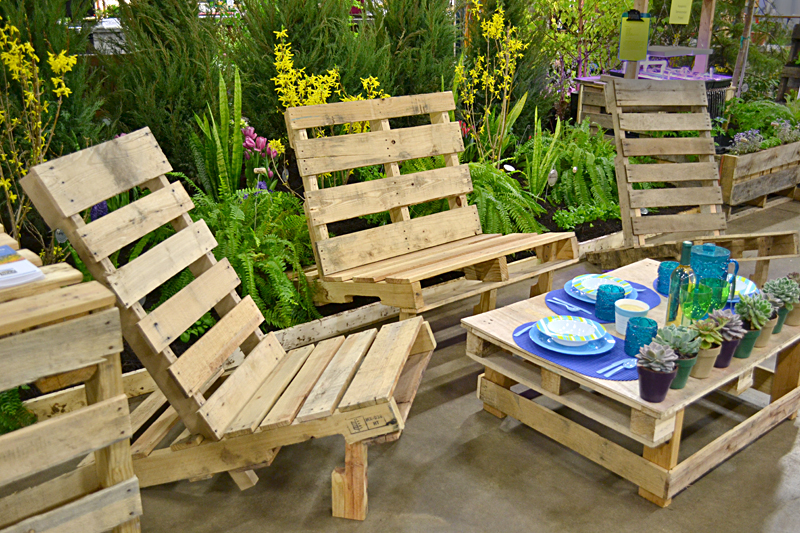 5 id es pour recycler des palettes en bois dans son jardin for Salon de jardin bois palette