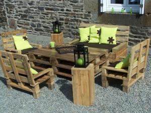 5 id es pour recycler des palettes en bois dans son jardin - Construction salon de jardin en palette ...