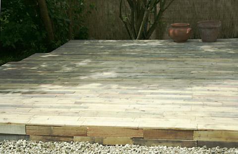 Terrasse de jardin avec des palettes - ©espritcabane.com