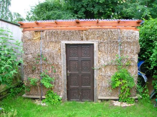 Abri de jardin en paille - ©James Dexter/readersheds.co.uk