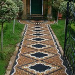 Allée en mosaïque de galets ©Maggyhowarth.co.uk