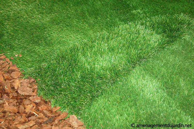 Au centre, gazon synthétique 65mm de Royal Grass