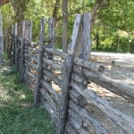 Clôture horizontale en bois ©Lizstevens.hubpages.com