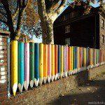 Clôture aspect crayons de couleur ©inconnu