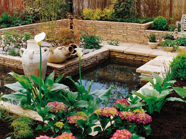 4 styles de bassins copier dans votre jardin - Deco bassin de jardin ...