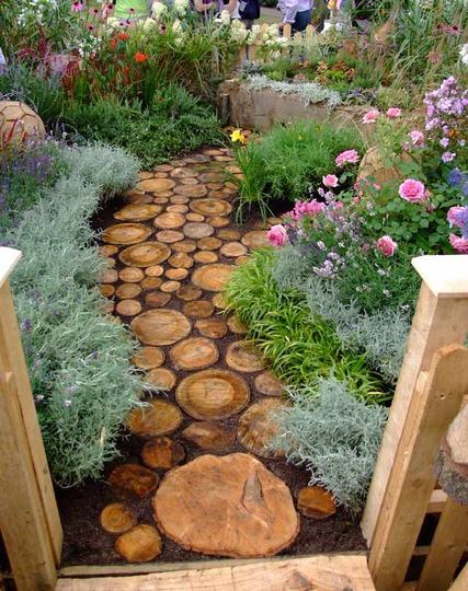 Allée de jardin en rondelles de bois ©inconnu