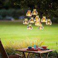 Lanternes suspendues avec des fils presque invisibles ©Thomas J Story/sunset.com
