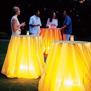 Tables éclairées ©Wendi Nordeck/sunset.com