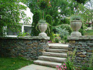 Marches-blocs en pierre naturelle ©nlsupply.com