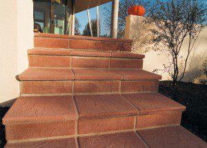 Escalier recouvert de dalles de terrasse ©heinrich-bock.com