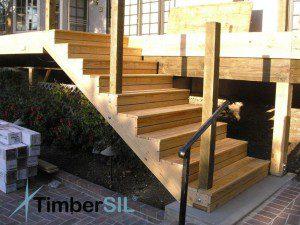 Escalier bois créé avec des limons ©timbersil.wordpress.com