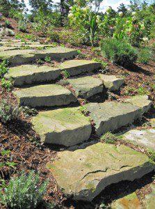 Escalier en blocs de pierre naturelle ©robinsonslandscaping.com