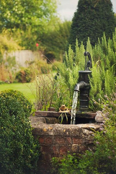 Toutes les id es pour cr er un jardin vintage - Pompe fontaine jardin ...