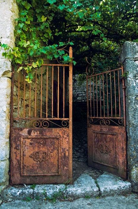 Toutes les id es pour cr er un jardin vintage for Portail jardin metal