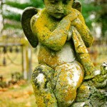 Statue d'ange recouverte de lichen ©Webring.com