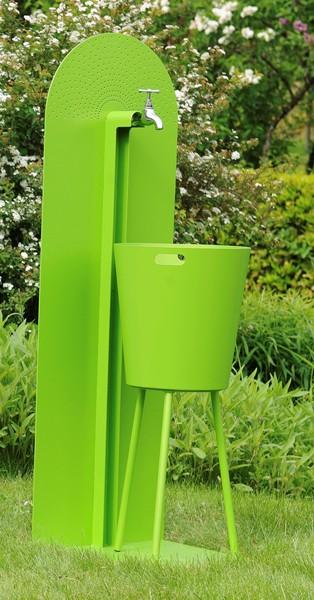 17 exemples de fontaines pour votre jardin et votre terrasse. Black Bedroom Furniture Sets. Home Design Ideas