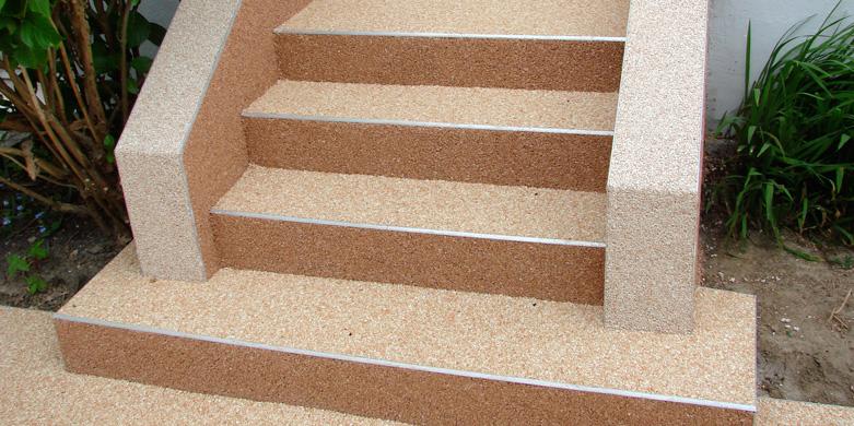 Sur des escaliers et des murets ©Diffusionsolmur.fr