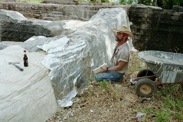 Tutoriel diy cr er des faux rochers au jardin for Rocher decoratif pour jardin