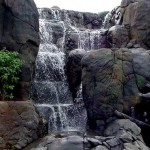 Cascade en fausses roches  ©Howdyyadewit.blogspot.com