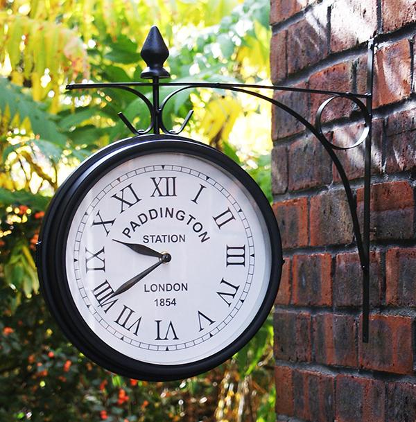 Horloge d'extérieur ©About Time