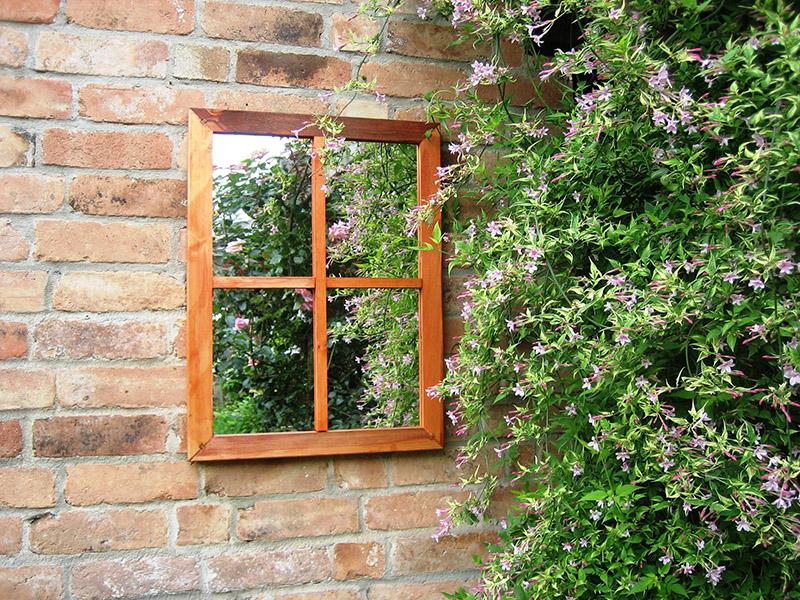 Miroir de jardin avec un effet fenêtre ©Parallaxplastics.co.uk